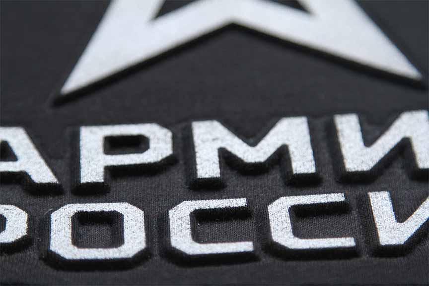 Печать на черных футболках под заказ в Москве