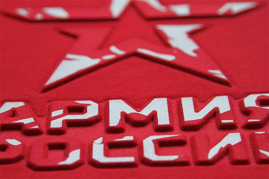 надпись красная футболка